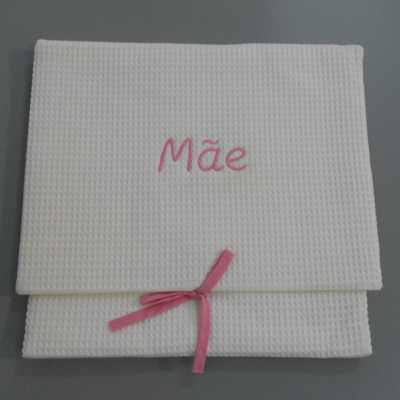 "code 050808-RC-B720 - White waffle lingerie purse - ""Mãe""/""Mother"" - rose embroidery"