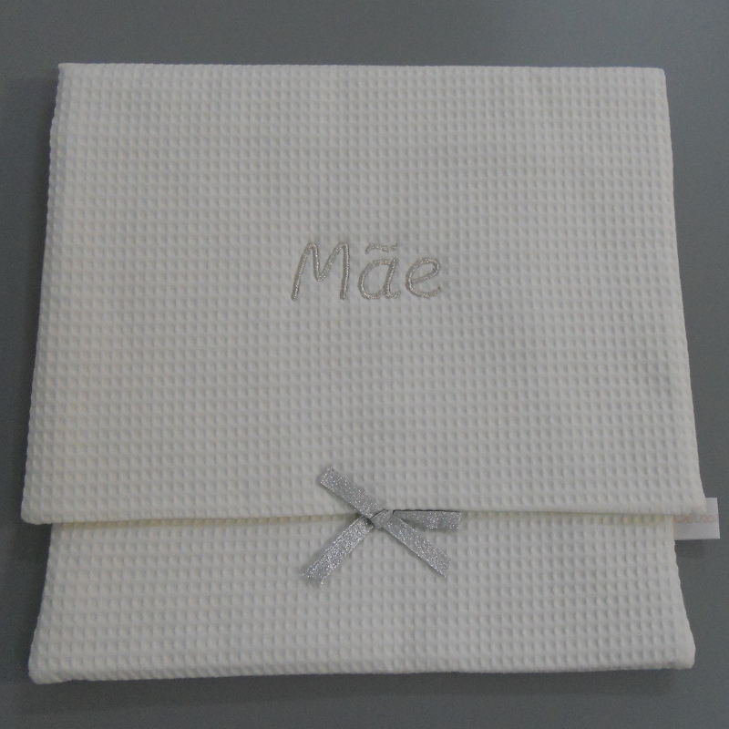 """code 050808-AG-B720 - White waffle lingerie purse - """"Mãe/""""Mother"""" - silver embroidery"""