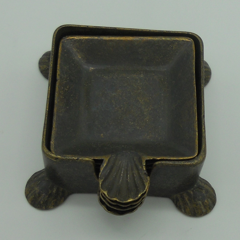 ref.034012-OXI-Cinzeiro poker com concha oxidado - conjunto de 4 com suporte