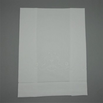 code 050801-BR2-White guest towel 40x60 - embroidery 2