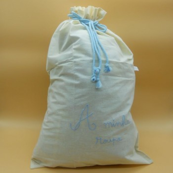"code 050819-AC-Raw cloth drawstring bag "" A minha roupa"" /""My clothing"" - light blue embroidery"