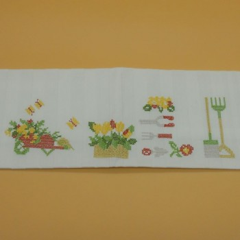 """code 050431 - Table mat with embroidery - Jardim/""""Garden""""- embroidery detail"""