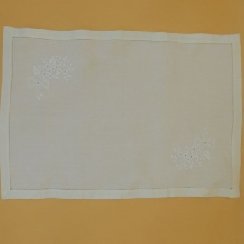 code 050484 - Tray cloth - Flower Branch Embroidery