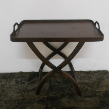 ref.072003 - Bandeja rectangular em pele sobre mesa tesoura