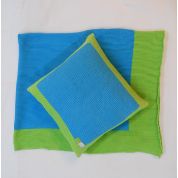 code 050016-AT-VP-Knit throw and matching cushion cover set